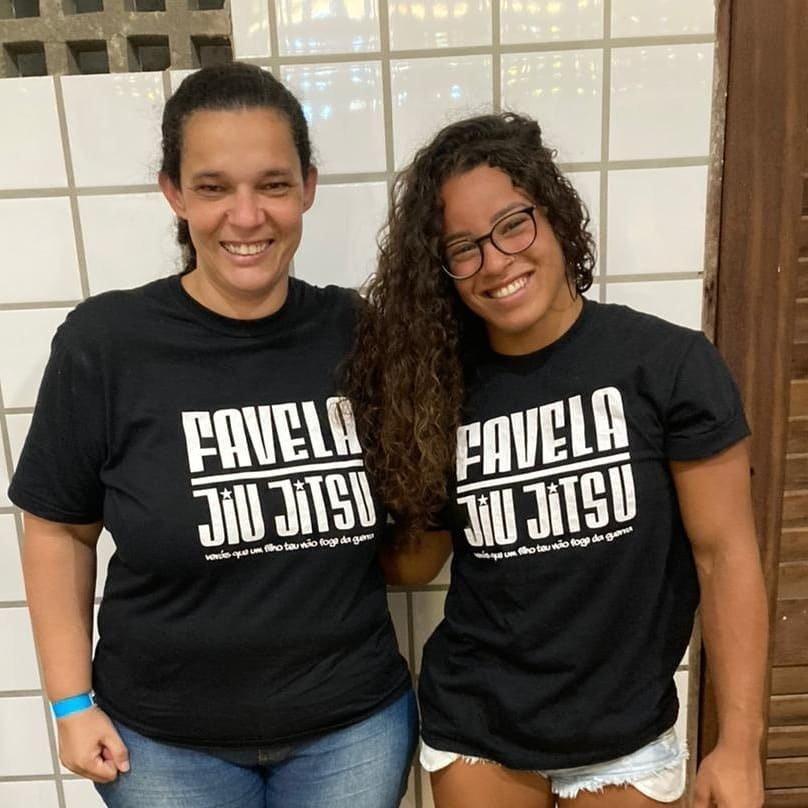 Julia Alves and Leninha from Projeto Stone